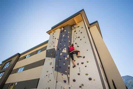 Naturno, Włochy: Outdoor climbing wall