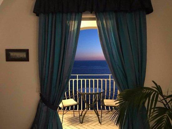 Hotel maricanto positano italia opiniones comparaci n for Habitaciones familiares italia