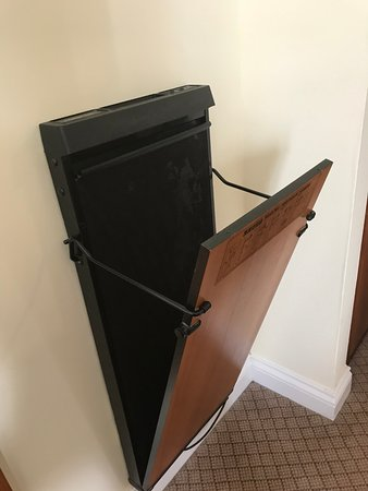 Ettington, UK: The trouser press in the room