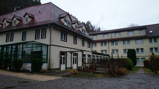 Kahla, Germany: Im Hintergrund der Anbau für die Zimmer des Hotels