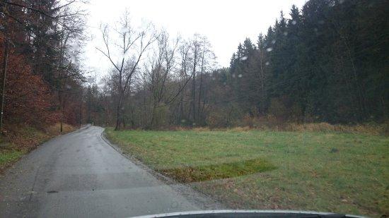 Kahla, Germany: Ca. 2,5 Km durch dieses Tal fährt man zum Hotel.