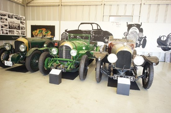 Kazo, Japan: 真ん中が1928年のル・マンの優勝車です