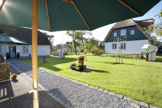 Oevenum, Niemcy: Außenansicht und Garten