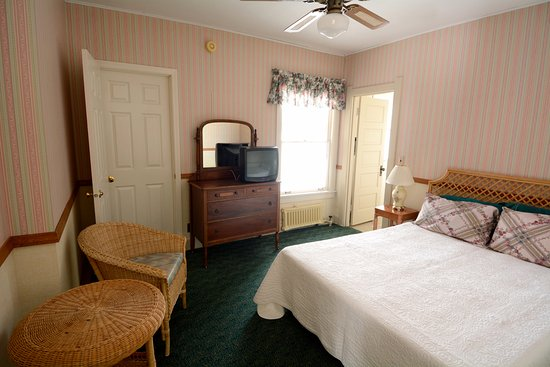 Egg Harbor, Висконсин: Inn room with one queen bed or one king bed