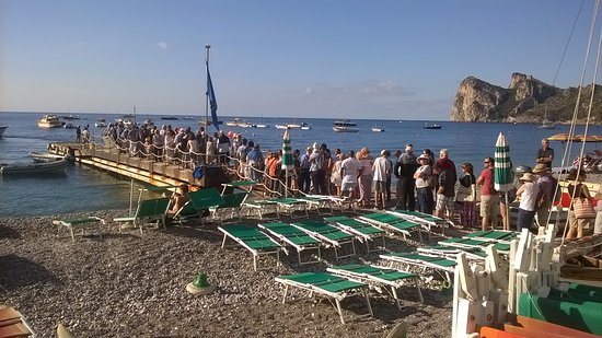 Hotel La Certosa: molo d'imbarco per Capri