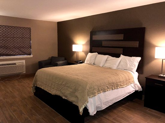 New Boston, TX: One King Bed