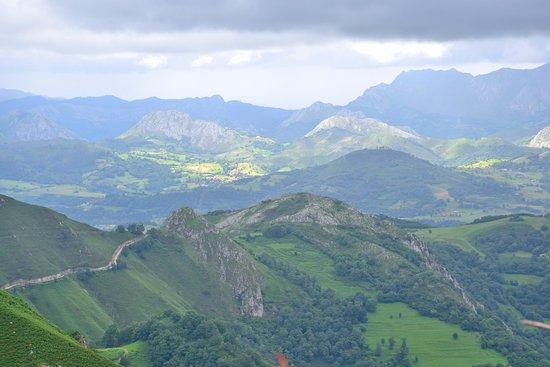 Covadonga, Spain: Vale la pena la subida por la peligrosa caretera