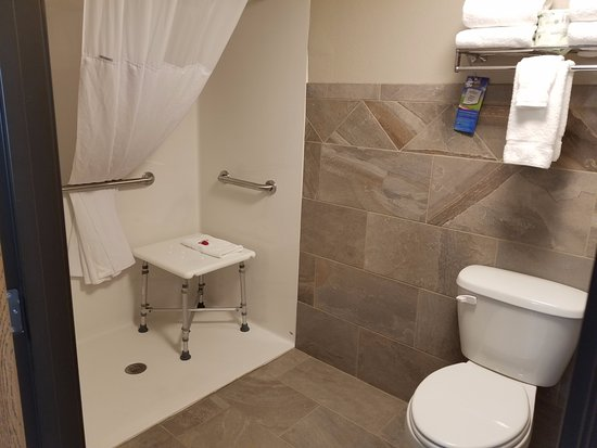 Oacoma, SD: Accessible bathroom