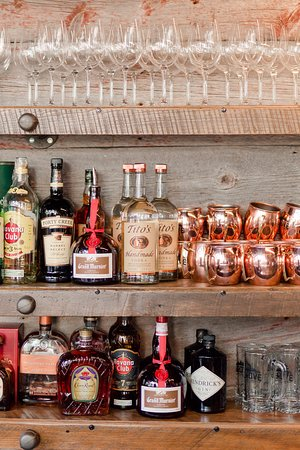 Kingsville, Canadá: We have a wide selection of craft cocktails also (Credit to www.photogrpahybyalinawall.com)