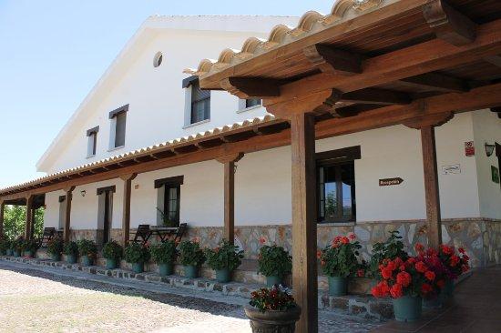 Urda, Spain: Fachada y porches