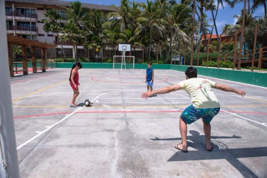 Suites Beach Park Resort: Quadra poliesportiva