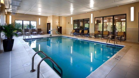Thornburg, VA: Pool Area