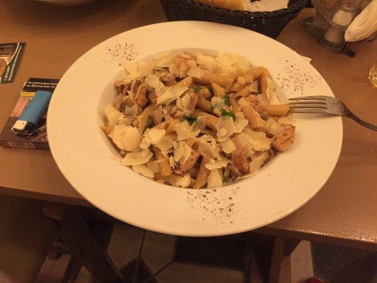 Mesolongion, Hellas: Απίστευτη πέννες με κοτόπουλο!!!
