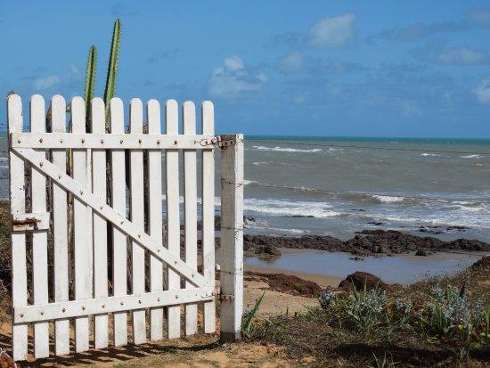 Touros: Portão de acesso à praia