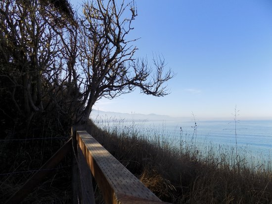 Sequim, WA: A view from the bluff trail looking west toward Pt. Angeles.