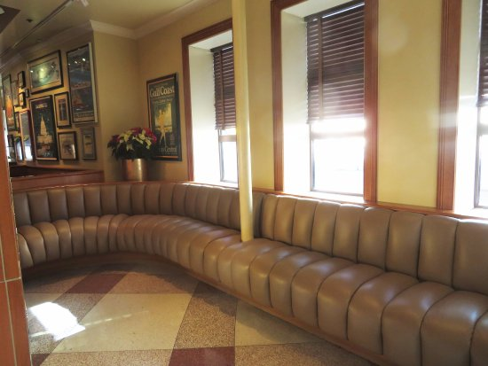 Clyde's of Chevy Chase: Ample Comfy Seating For Those Awaiting a Table