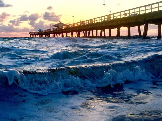 Lauderdale by the Sea, Floryda: pier at sunrise