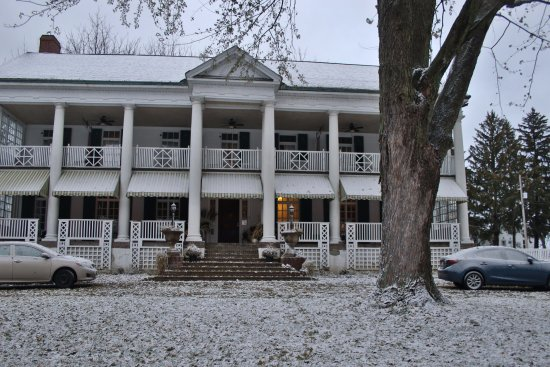 Montrose Inn & Tea Room: First snow fall of the year.. What a surprise
