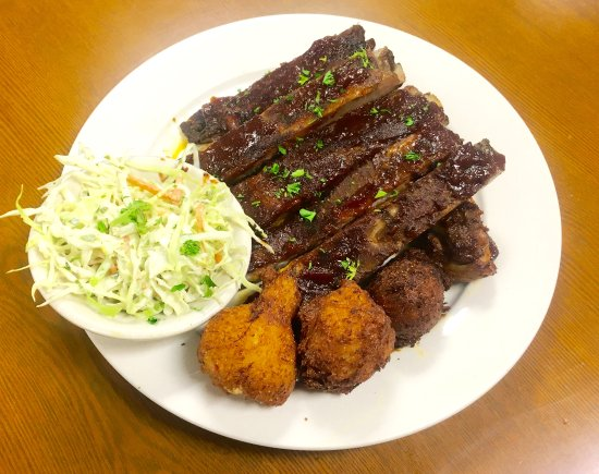 Hickory, NC: Spare Ribs w/ crabby puppies & green chili slaw