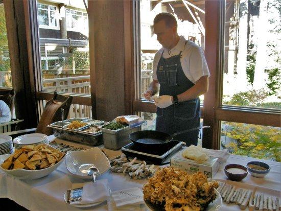 Union, WA: Chef Paul preparing a deligtful mushroom dish for us post foraging