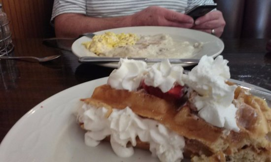 Plano, IL: Biscuits & Gravy and Stuffed Belgium Waffle - delicious!!!!!