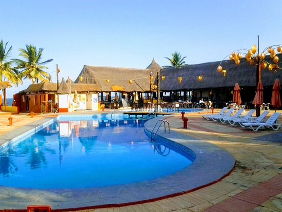 Kombo Beach Hotel: Hotellin uima-allas alue aamulla