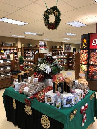 Fisher Nuts Store (Elgin, IL) - omdömen - TripAdvisor