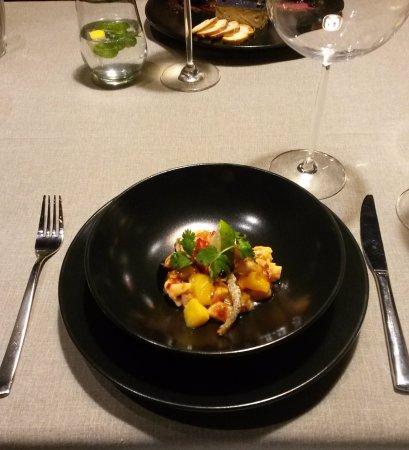 إمبريسا هوتل: Севиче из лосося