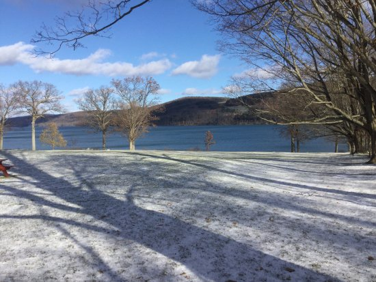Cooperstown, NY: lawn to lake