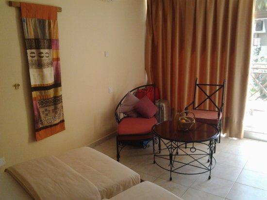 Kombo Beach Hotel: Superior huoneen kalustus