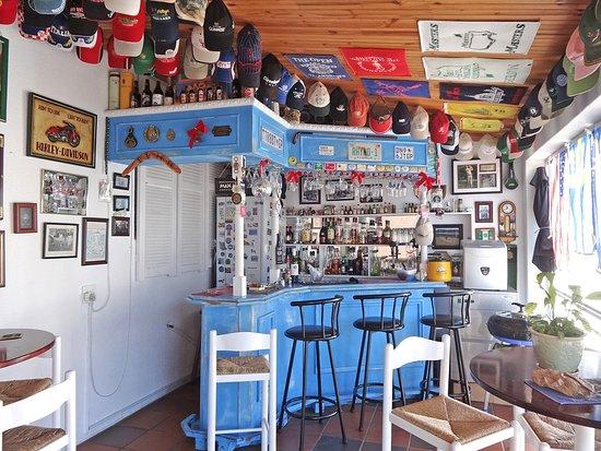 Gordon's Bay, Güney Afrika: Bar adjacent to the dining room.