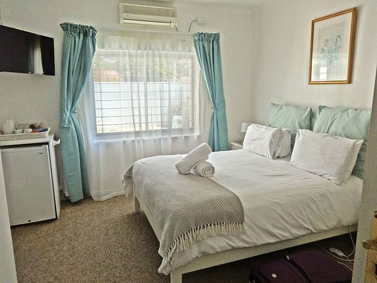 Gordon's Bay, South Africa: Clean and very well-appointed room.