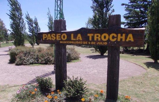 """Nueve de Julio, Argentina: El paseo """"La Trocha"""" es ideal para una caminata o matear."""