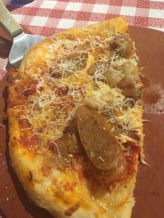 Cornwall, Kanada: My Creation... Pizza with caramelized onions and sausage