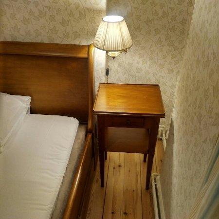 Praestoe, เดนมาร์ก: Hotel room and breakfast area
