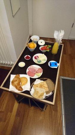 Karlito Apartmenthaus: Einheitsfrühstück im Zimmer