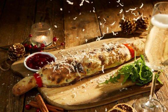 Bridgwater, UK: Christmas Cracker Calzone