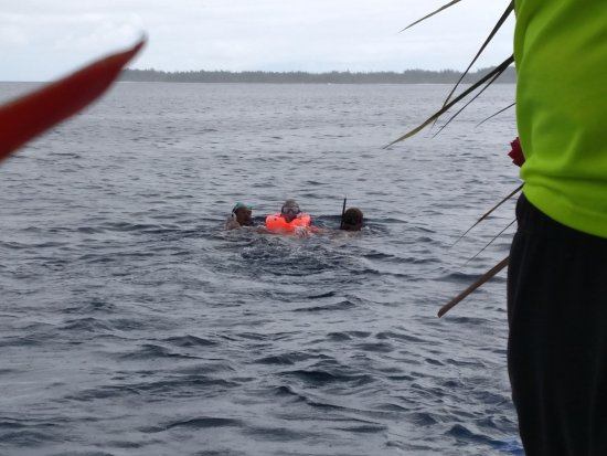 Maohi Nui: Yes, here I am being rescued by two nice islanders.
