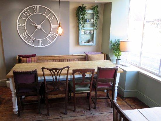 Brackley, UK: The Green Room has a new clock - Brackley (26/Nov/17).