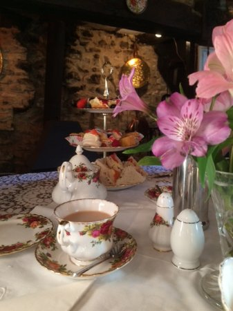 Honiton, UK: Ritz afternoon tea