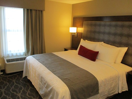 Grandville, MI: King Bedroom