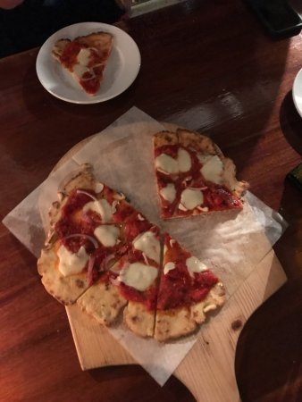 Yachtsman Grill: First GF crust/Margherita pizza - excellent!