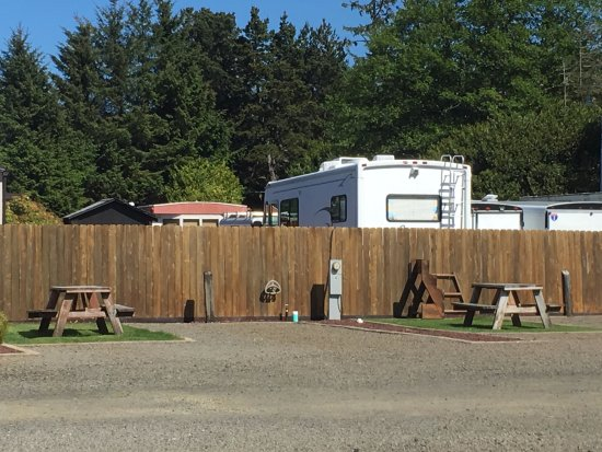 Long Beach, WA: RV Park spots with grass and picnic table
