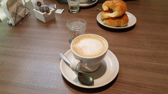 Pergamino, Argentina: Cafe con leche con medialunas