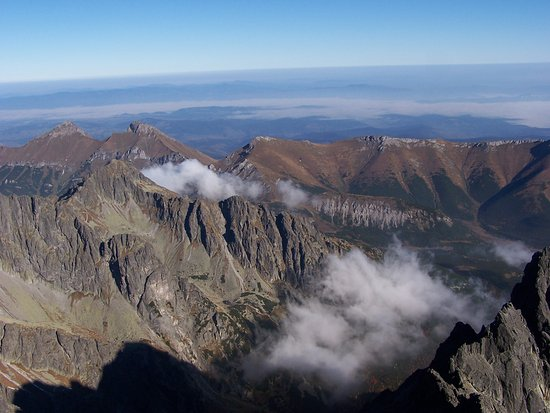 Vysoke Tatry, สโลวะเกีย: View from the top of the 2nd highest peak in the High Tatry's looking into Poland