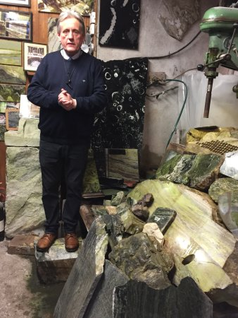Moycullen, Irlandia: Guide presenting brief history & intro to the marble