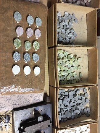 Moycullen, Ирландия: Pieces of Connemara marble in preparation for bracelets