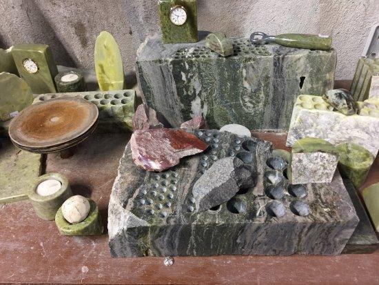 Moycullen, Ирландия: various pieces of Connemara marble
