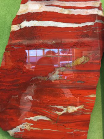 Moycullen, Irlanda: Polished red Connemara marble