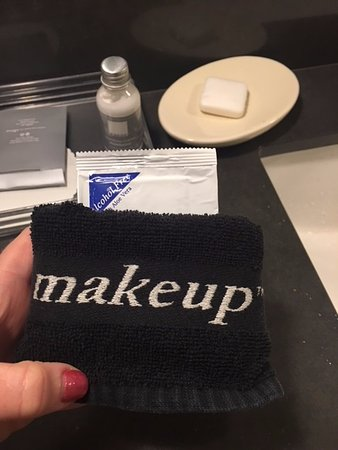 Eden Vale Inn : Special makeup remover and wash cloth